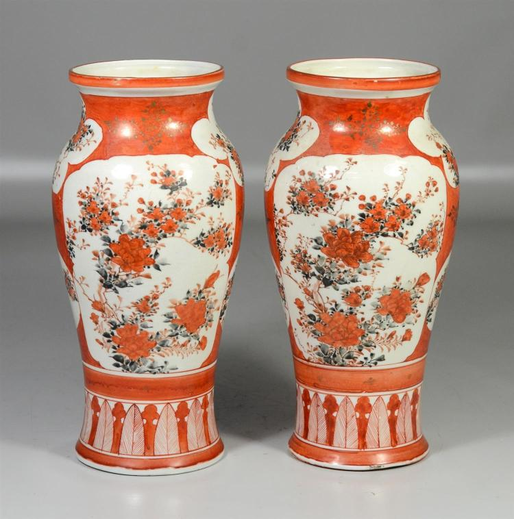 Pr Kutani vases with floral decoration, 12