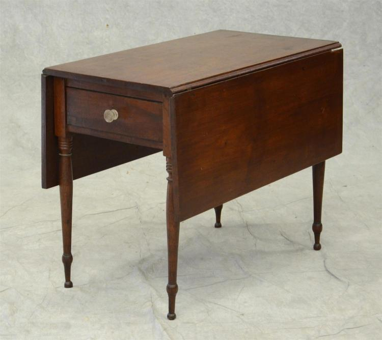 Walnut Sheraton Pembroke table with drawer, plain turned legs, c 1810-1820, 36