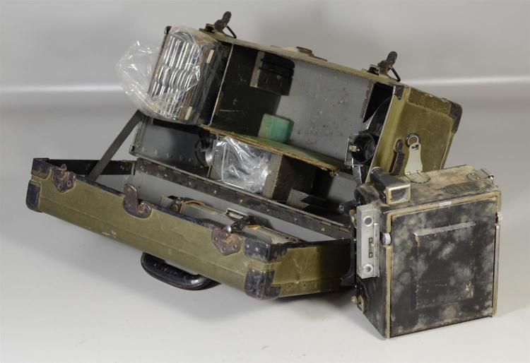 WWII Speed Graphic camera, includes case and accessories, fair condition, not tested for functionality, case measures 18