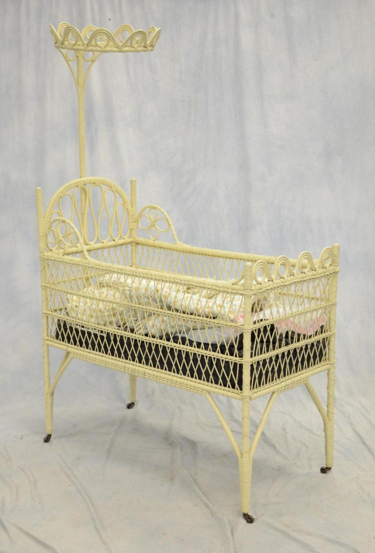 White painted wicker victorian crib with canopy crown 70 h for White canopy crib