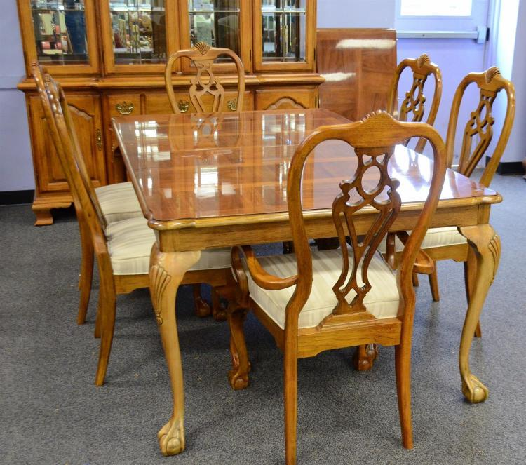 """Thomasville Dining Room Suite, To Include: Table 30"""" H, 71"""""""