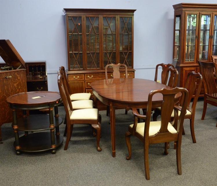 Henkel Harris Dining Room Furniture: (10) Piece Henkel Harris Dining Room Set To Include Oval Tab