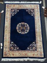 Sculpted Chinese rug, 5'10