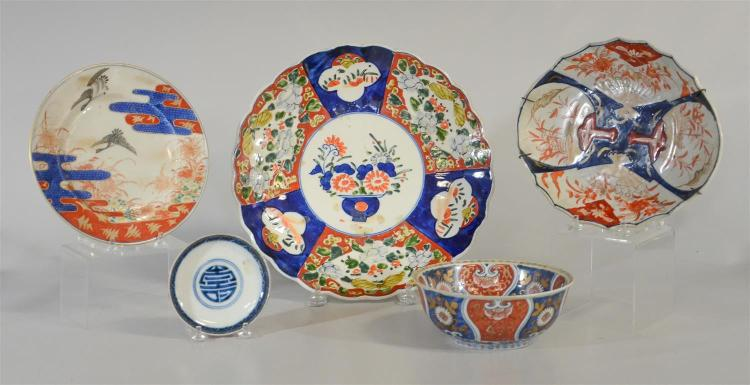 (5) Japanese Imari porcelain pcs: charger, oval plate, round plate, bowl, dish, the bowl with old Sotheby's label, largest 12