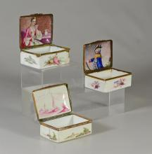 (3) Continental, possibly German, table snuff boxes, both with painted interiors, the larger 3-1/8