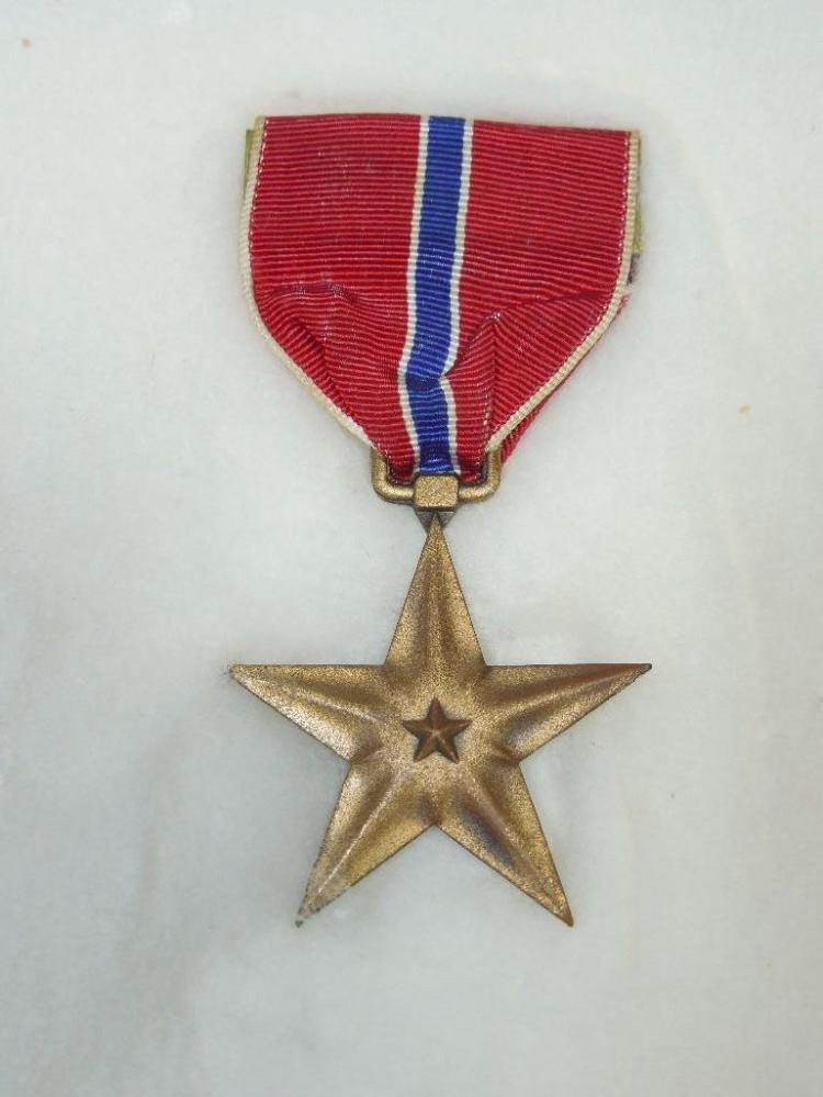 US Military WWII Bronze Star Medal w/Ribbon
