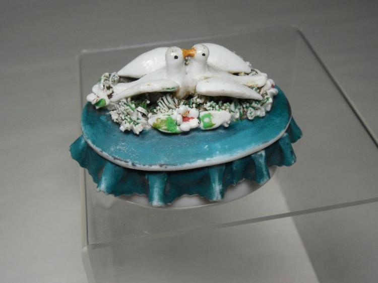 Rare Early Pill box Kissing Doves Ceramic Nice