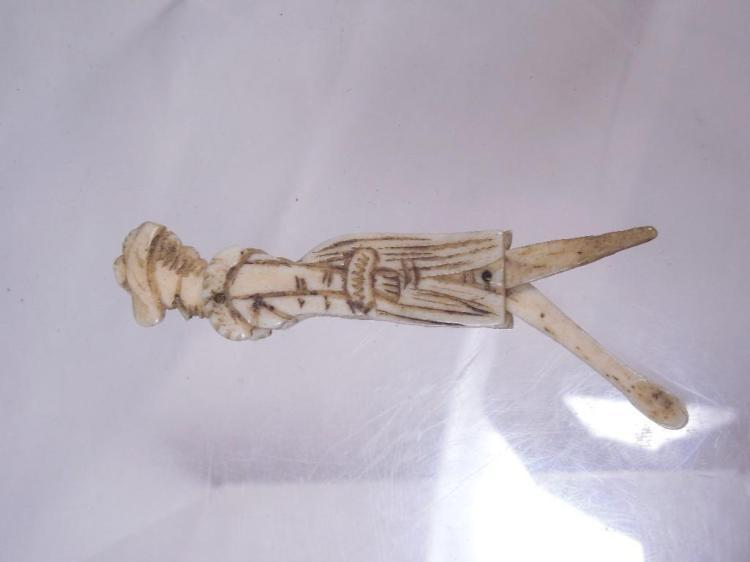 Very Early c. 1700 Bone Snuff Spoon Folding