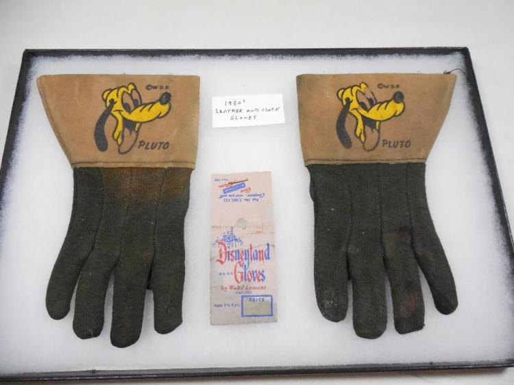 Pair of Rare Disney Pluto Gloves Disneyland