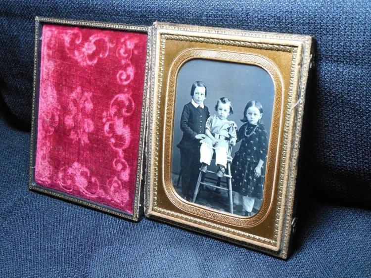 1/4 plate daguerreotype - Portrait of 3 Children
