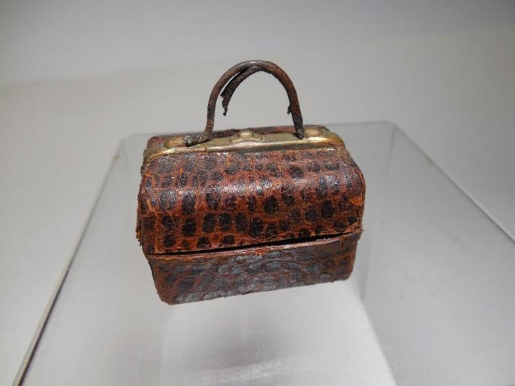 Fine Antique Travelling Inkwell Suitcase Design