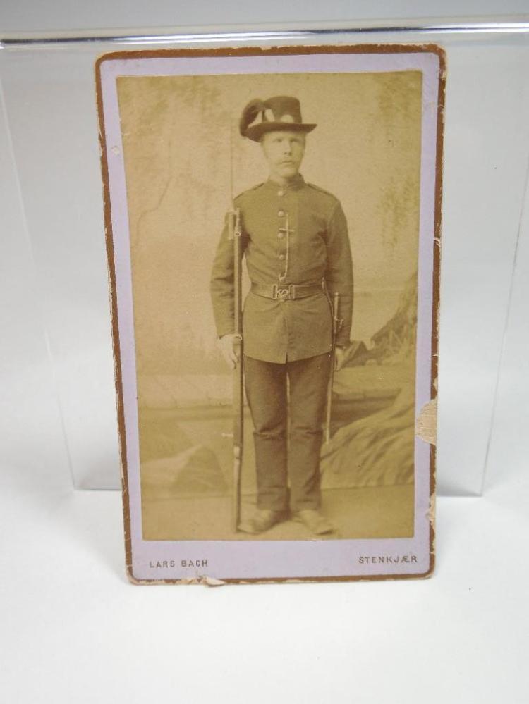 19th c. Military Soldier CDV Photo w/Rifle