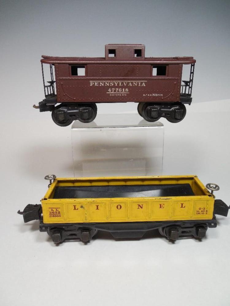 2 Lionel Standard Gauge Model Railroad Cars