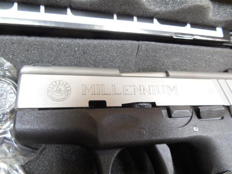 Taurus PT140 Pro40 Cal Pistol in Case w/extra Mag