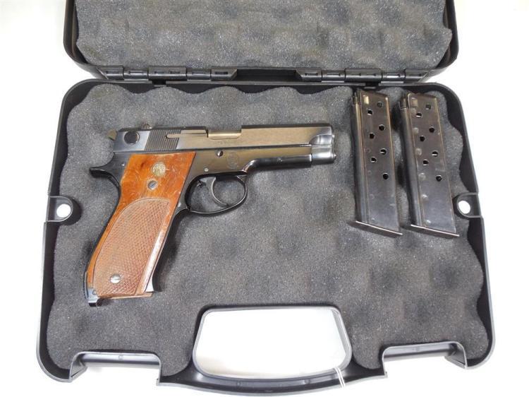 Smith & Wesson 39-2 9 mm Semi Auto Pistol Wood