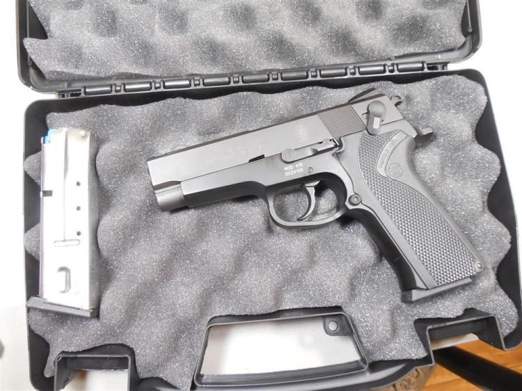 Smith & Wesson Model 410 40 S&W Semi Auto Pistol