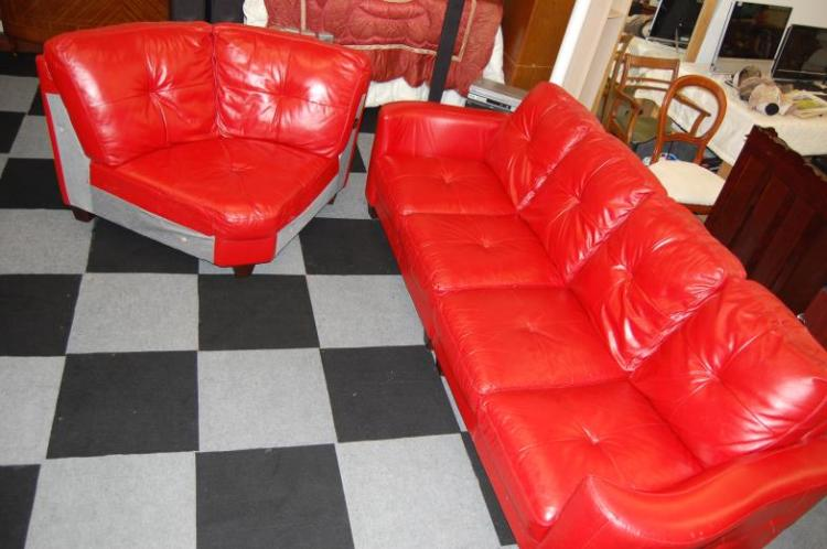 Red leather corner sofa in good condition
