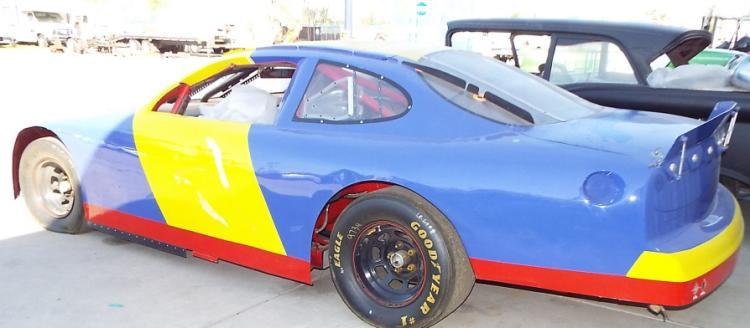 Blue/Yellow 98 Ford Taurus Road Course Car