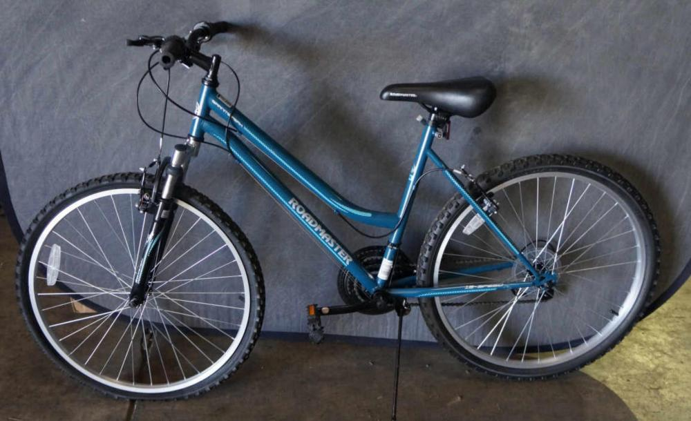 6d873bc451e Lot 639: Blue Roadmaster Granite Peak MT Bike