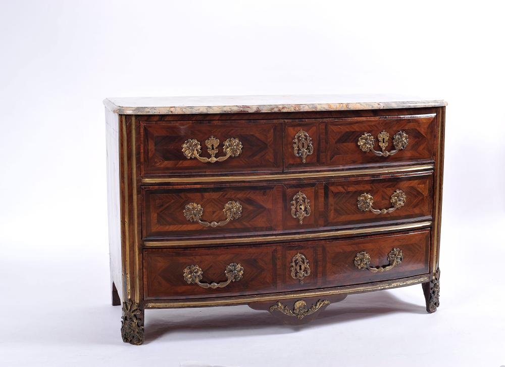 Lot 81: A Chest of Drawers