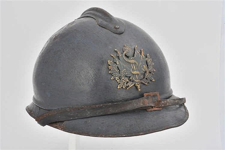 Rare casque français Adrian modèle 1915 du service de santé. Iinsigne laito