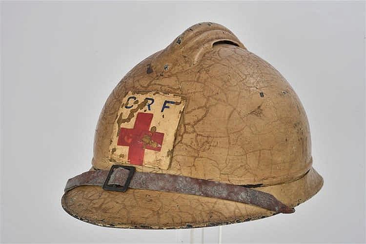 Casque Adrian modèle 1915 de la Croix Rouge. Peinture blanc cassé, avec com