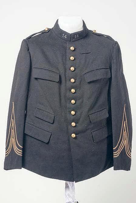 Veste d'officier d'Artillerie en drap noir. Etat II