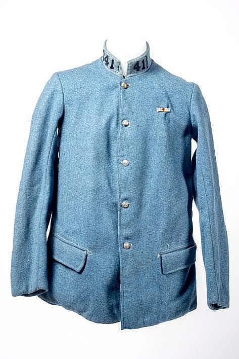 Vareuse modèle 1914 en drap de laine bleu horizon, insignes de col du 41e r