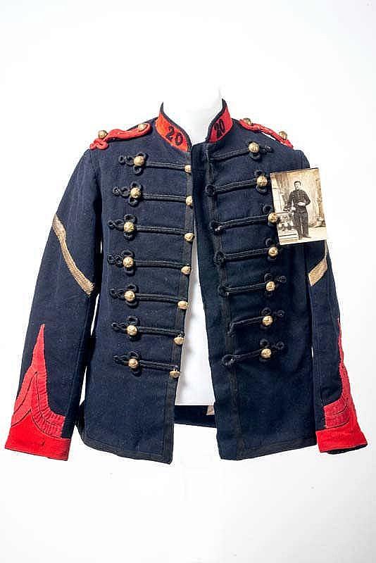 Dolman troupe modèle 1872 du 20e régiment d'Artillerie. Trous de mites aux