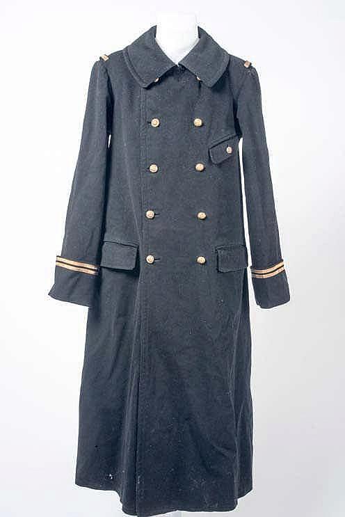 Manteau d'officier. Long manteau de drap noir de lieutenant, à quatre poche