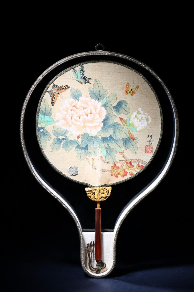 GU WENBIN: INK AND COLOR ON SILK 'POEM' ROUND FAN