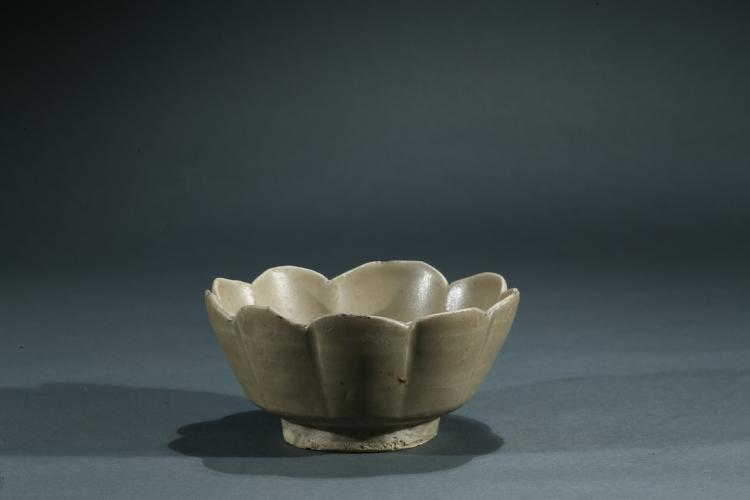 A CELADON GLAZED LOTUS-PETAL BOWL