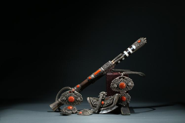 A SET OF TIBETAN SILVER CORAL INLAID UTENSILS