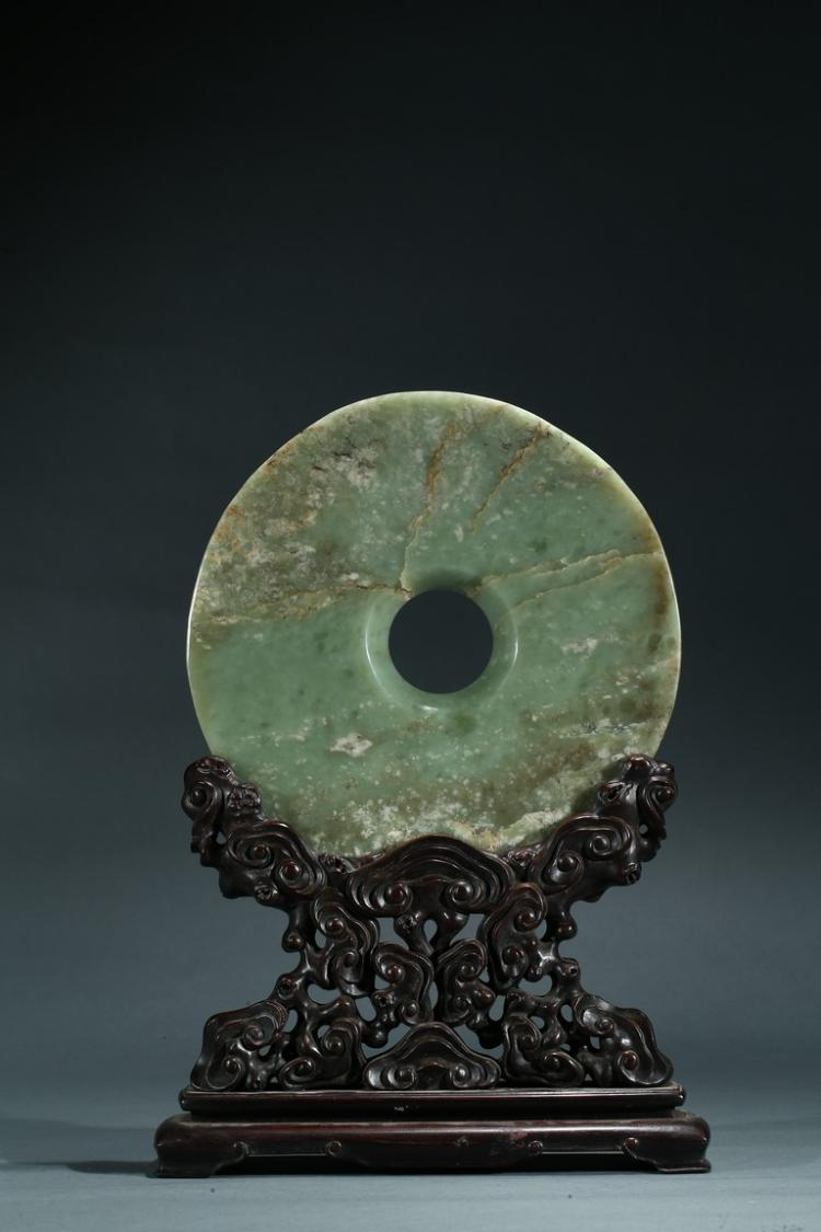 A CELADON JADE DISC TABLE SCREEN