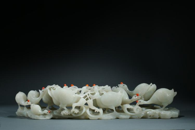 A LARGE HETIAN WHITE JADE 'GOOSE' CARVING