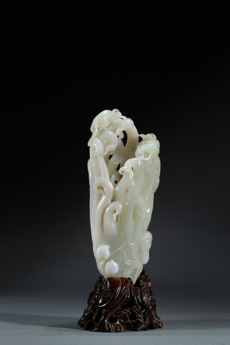 A WHITE JADE CARVED FINGER-CITRON