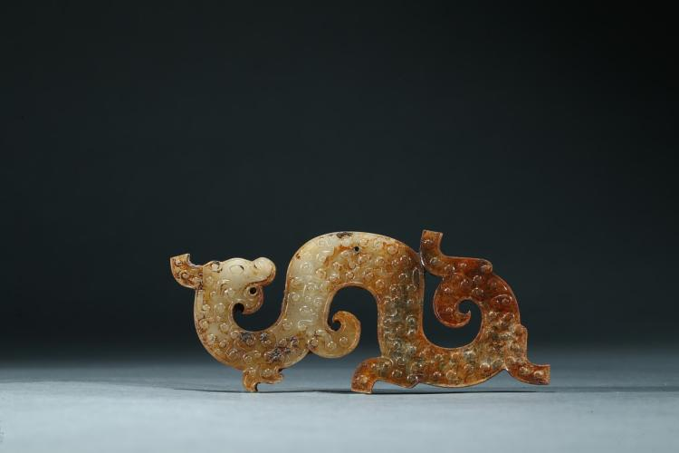 AN ARCHAIC JADE 'DRAGON' ORNAMENT