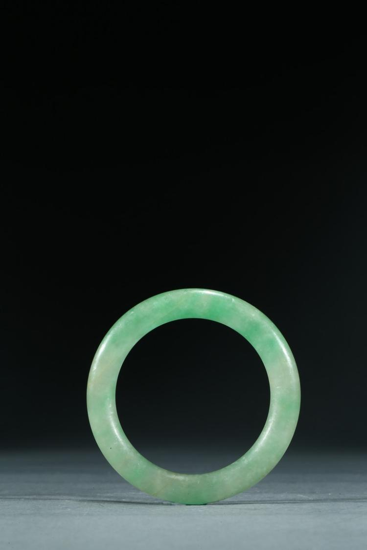 A TRANSLUCENT JADEITE BANGLE