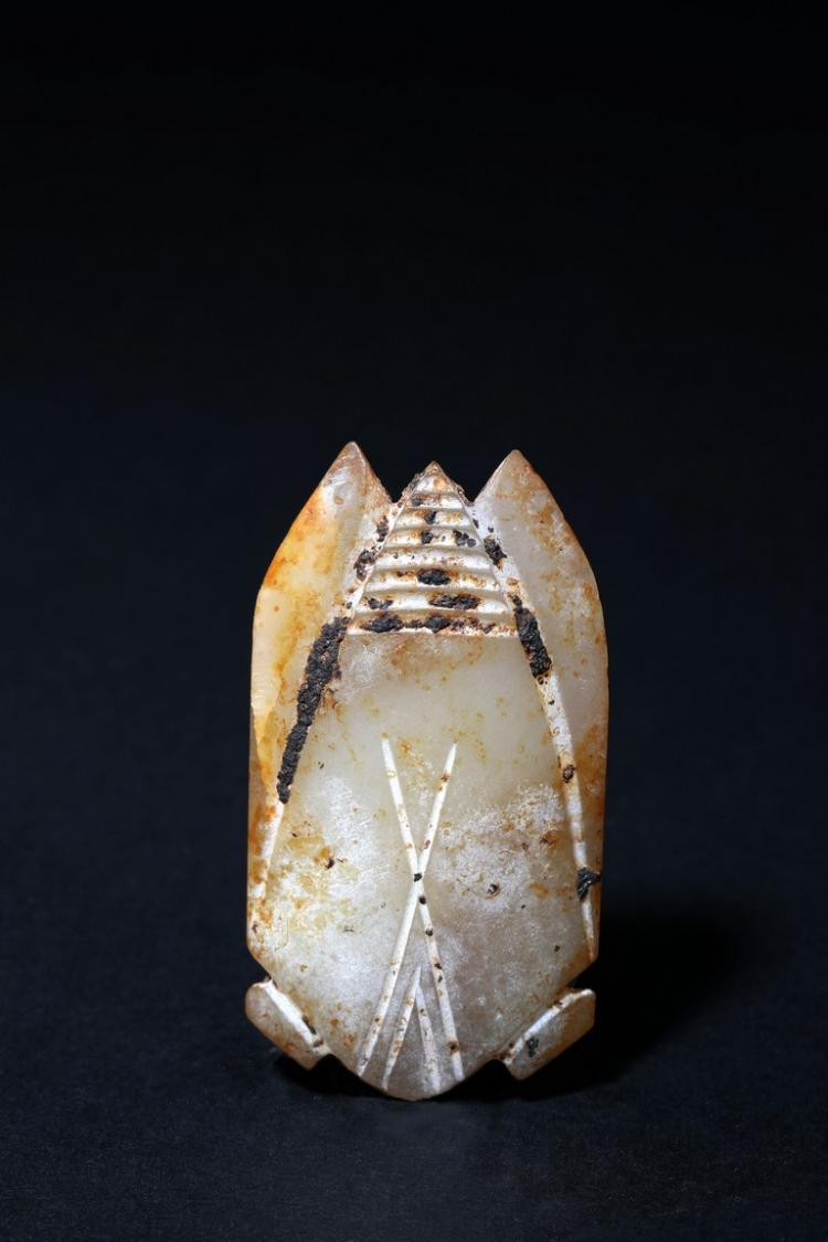 AN ARCHAIC WHITE AND RUSSET JADE CICADA