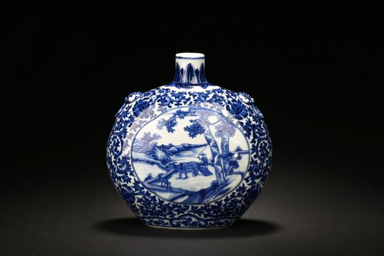 A WHITE AND BLUE 'FIGURE' MOONFLASK