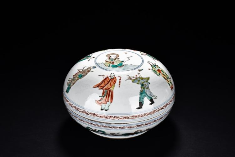 A WUCAI 'EIGHT IMMORTAL' COVER BOWL