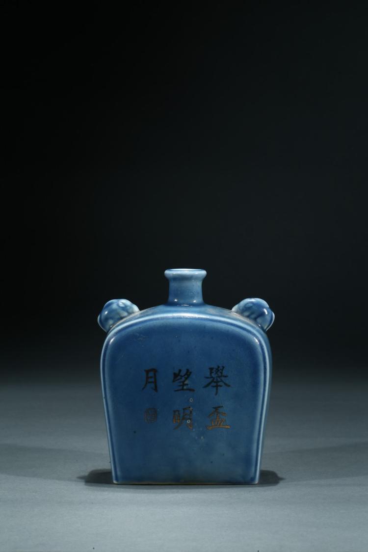 A GILT-DECORATED BLUE GLAZED JAR