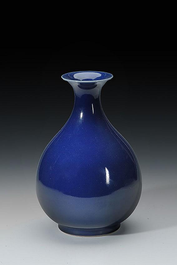 A CHINESE BLUE GLAZED VASE