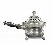 Scaldino in argento sbalzato, fuso e cesellato, probabile manifattura italiana, inizio XIX secolo