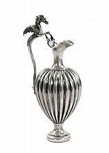 Brocca baccellata con manico a forma di drago alato in argento, Russia XIX secolo