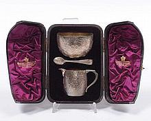Servito in argento fuso e cesellato, entro custodia, Inghilterra 1884