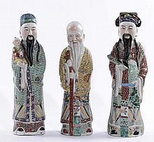 Tre figure in porcellana raffiguranti saggi cinesi