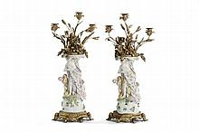 Coppia di candelabri in bronzo dorato e porcellana policroma di Meissen, XIX secolo
