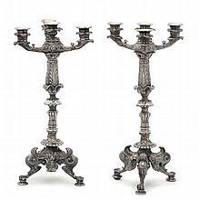 Coppia di candelabri in metallo fuso a quattro luci