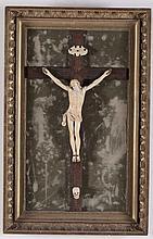 Cristo vivo in avorio scolpito con croce in legno, XVIII secolo